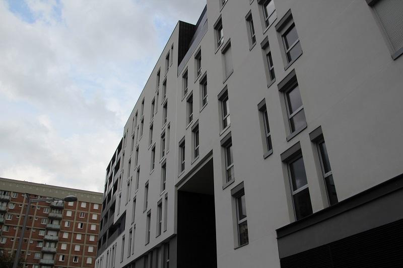 La résidence, en R+6, fait face au quartier du Chaperon Vert