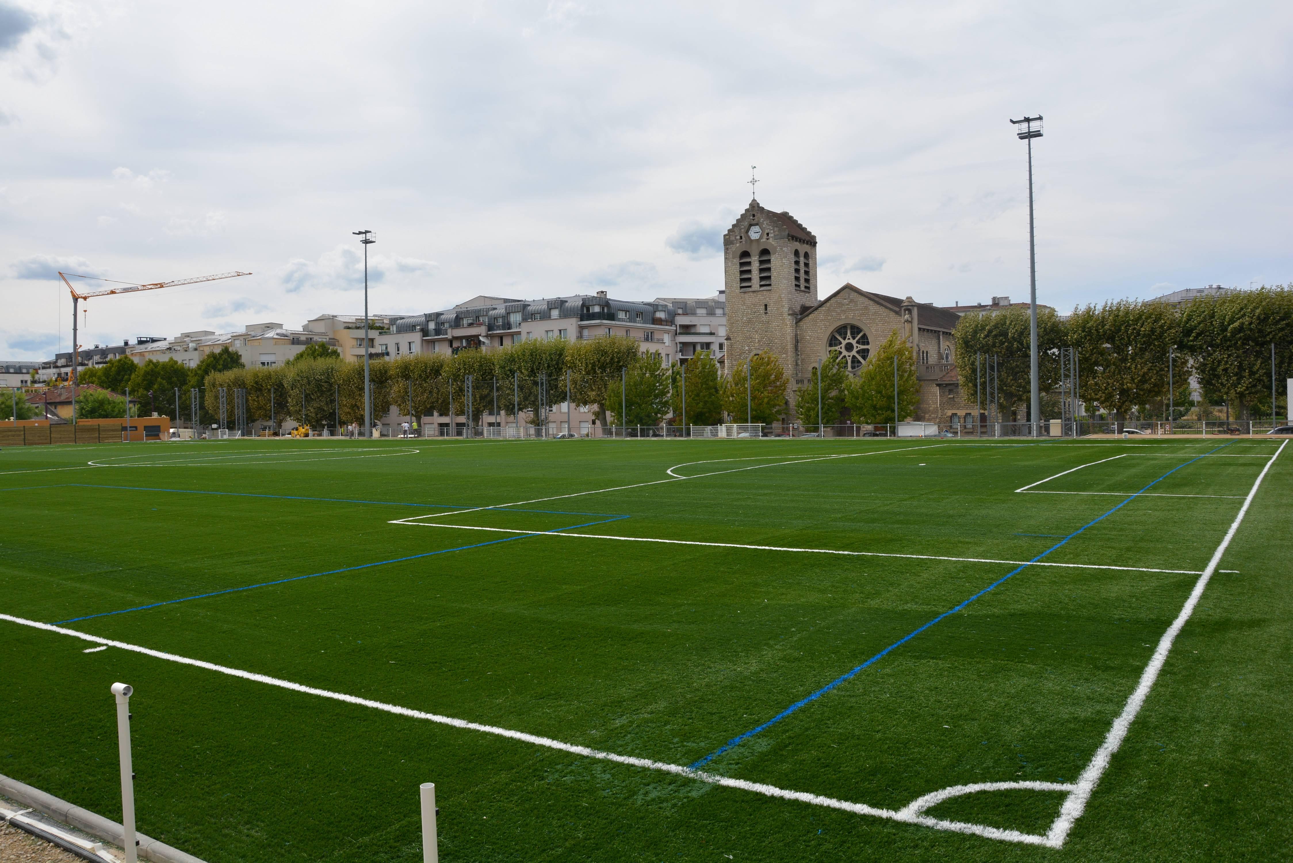 Nouvelle pelouse synth tique au stade dumotel cachan - Stade leo lagrange porte de charenton ...
