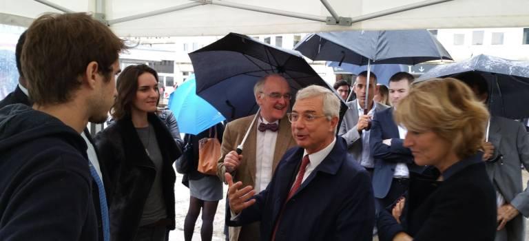 Claude Bartolone en campagne à l'université de Créteil