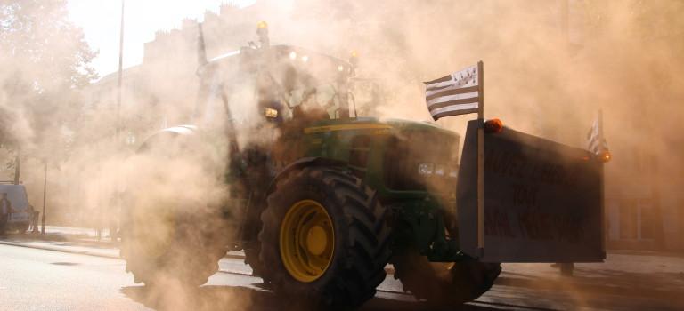 La manif de tracteurs séduit les Parisiens