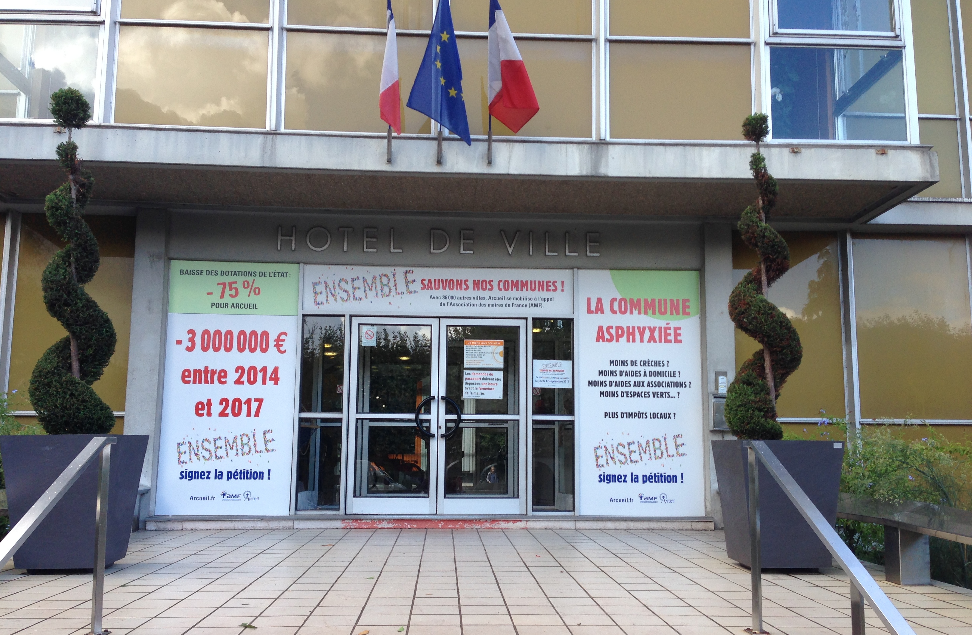 Photo Mairie habillée baisse dotations