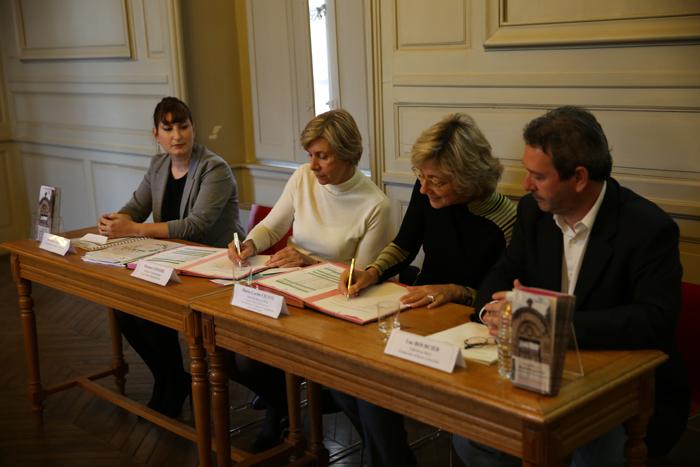 De gauche à droite : Amandine Meunier, chef de projet pour la mairie, Florence Lemaire, déléguée 94 de la Fondation du Patrimoine, Marie-Carole Ciuntu et Luc Bourcier, son adjoint à la culture