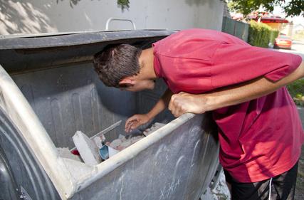 L'interdiction de fouiller les poubelles de Nogent suscite une polémique nationale