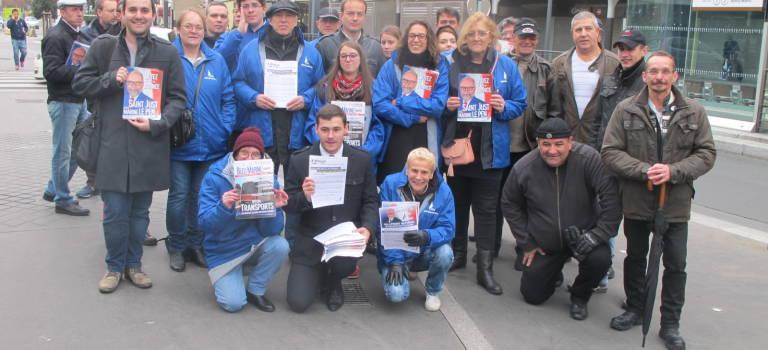 Séance de tractage sous tension entre le FN, le Front de Gauche et le NPA à Villejuif