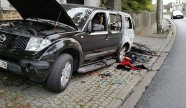 Incendie après des voitures brûlées à Champigny-sur-Marne