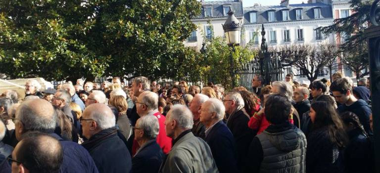 Attentats de Paris :  besoin de se rassembler malgré les interdictions
