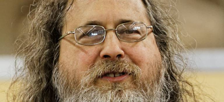Le pape du logiciel libre, Richard Stallman, à Choisy-le-Roi