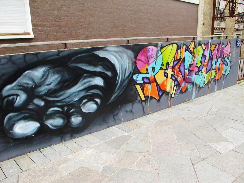 street-art-russenko-pavel183-kremlin-bicetre-mediatheque- Kremlin Pavel 1983 Nebay Tor