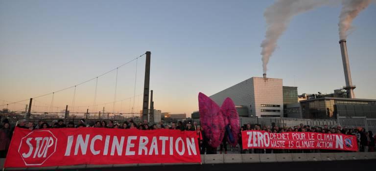Photo de groupe contre le projet de nouvelle usine d'incinération à Ivry-sur-Seine