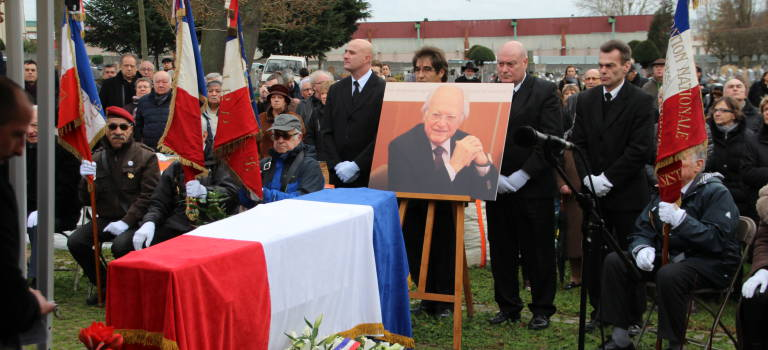 Des centaines de citoyens ont rendu un dernier hommage à Gaston Viens