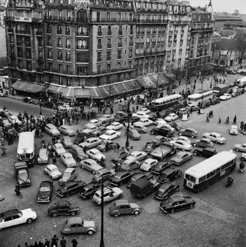 Henri Salesse Circulation Porte d'Orléans à 18h30 Paris avril 1958credit MEDDE MLETR.