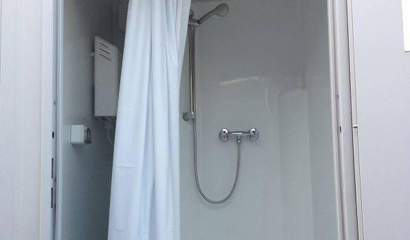 Nouvelles douches mobiles au Grand ensemble d'Alfortville