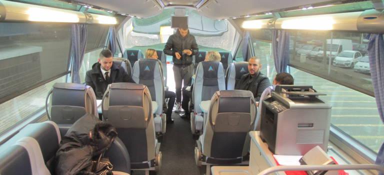 Bus de l'emploi intérim : ces jeunes prêts à tout pour bosser