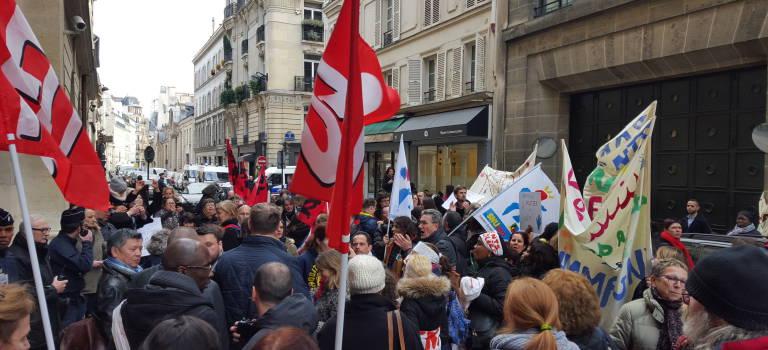 Manifestation tendue devant le ministère de l'Education nationale