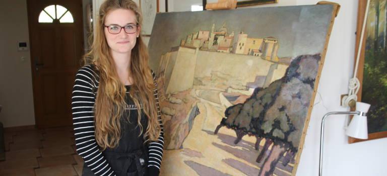 A Sucy-en-Brie, Laetitia Vallier soigne les œuvres d'arts