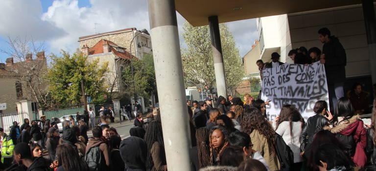 Forte mobilisation contre le non remplacement des profs et les fermetures de classes
