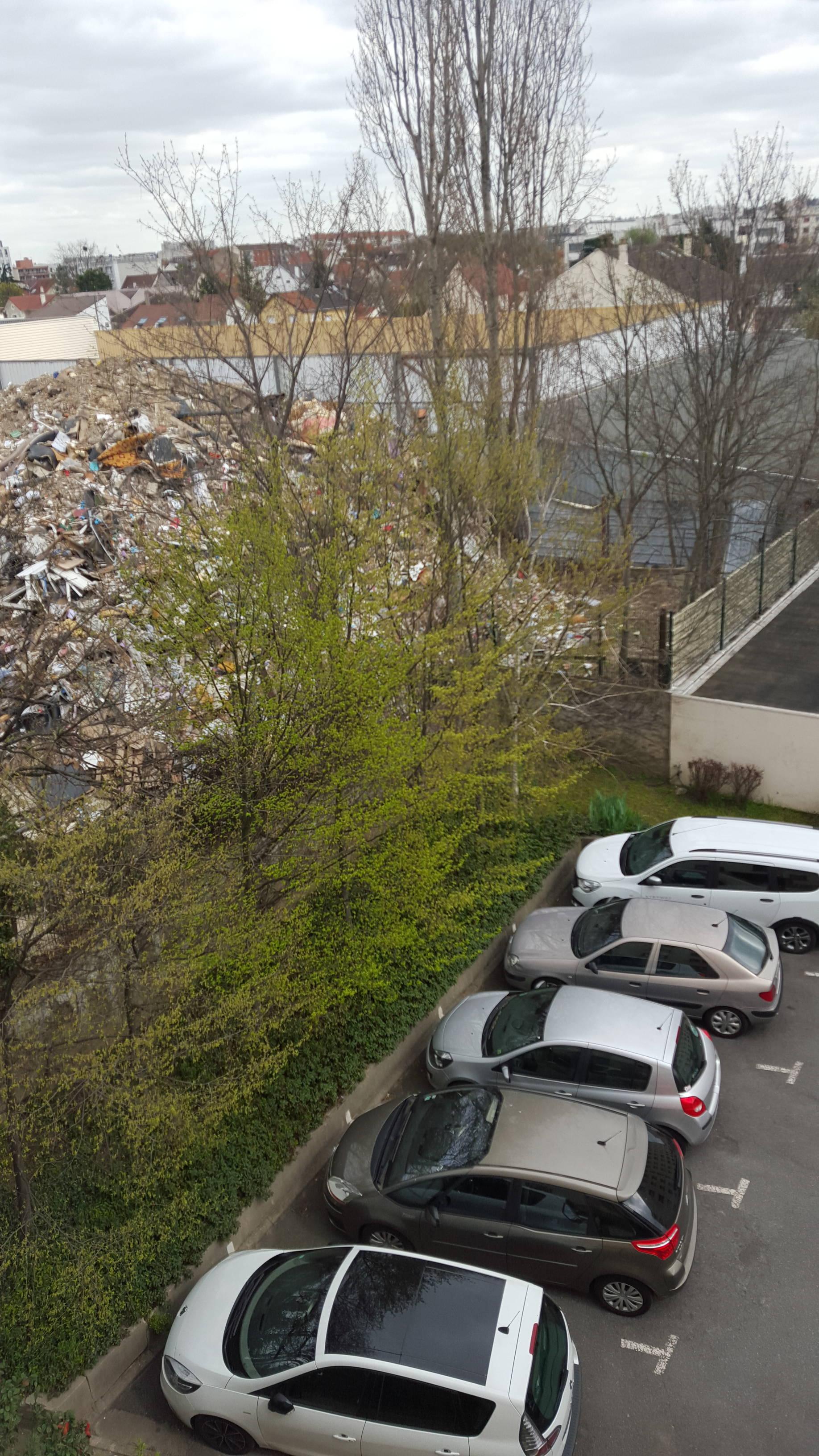 montagne-déchets-diderot-champigny-parking