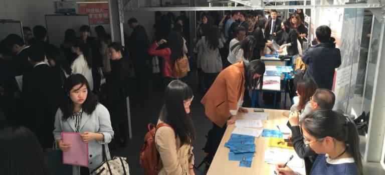 800 personnes ont participé au premier Salon de l'emploi franco-chinois à Gentilly