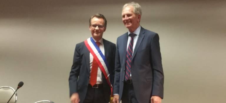 Election d'Hervé Gicquel à Charenton : émouvant transfert d'écharpe