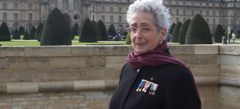 La résistante Paulette Fouchard en dédicace à Cachan