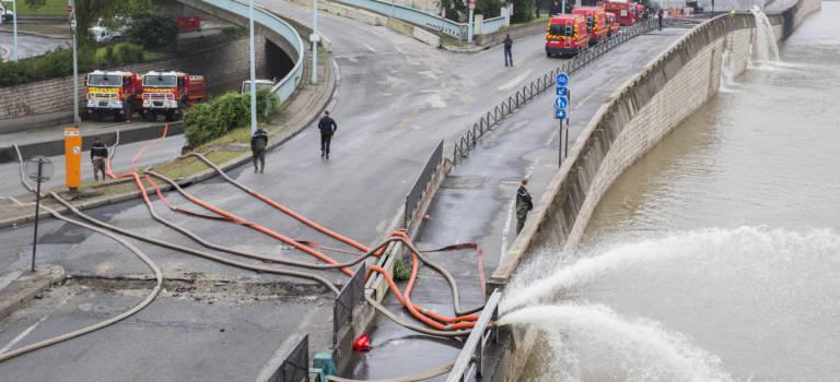 Inondations: 5000 m3 d'eau pompées à l'échangeur de la porte de Bercy