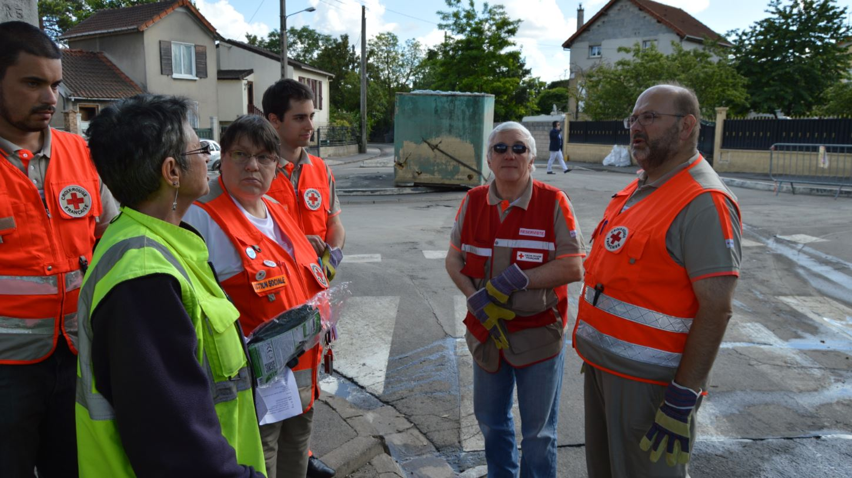 Inondations Villeneuve Saint Georges interpelle l'Etat pour reloger ceux qui ont tout perdu  # Croix Rouge Fontenay Sous Bois