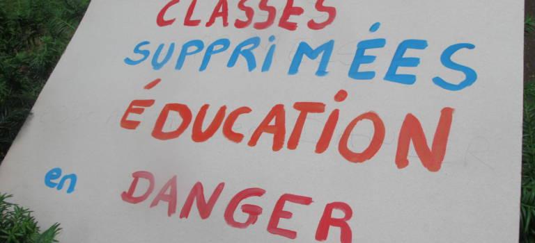Manifestation à l'Inspection académique pour demander des ouvertures de classe