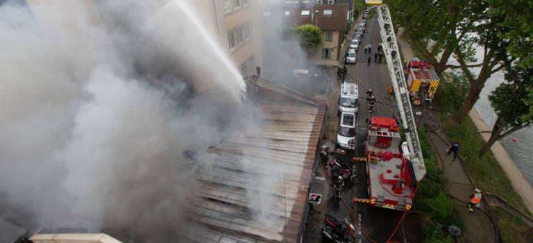 Incendie dans le magasin de moto du quai d 39 artois au for Garage flagez montigny le roi incendie