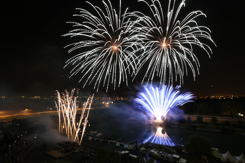Bals et feux d 39 artifices des 13 et 14 juillet en val de - Son et video champigny sur marne ...