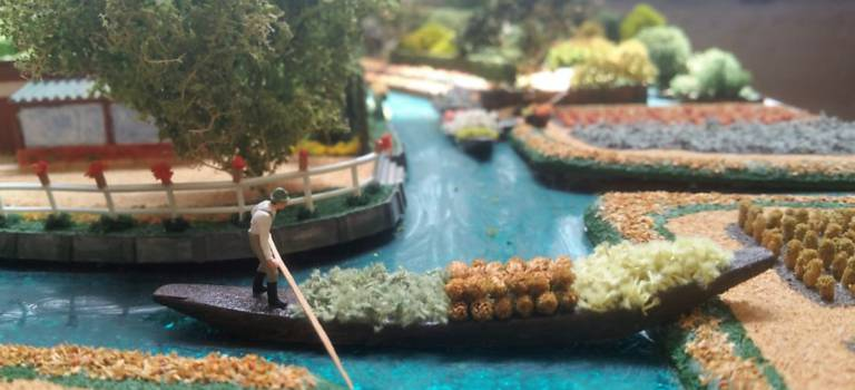 Dans son atelier, Jacques Hennequin maquette les plus beaux jardins de France