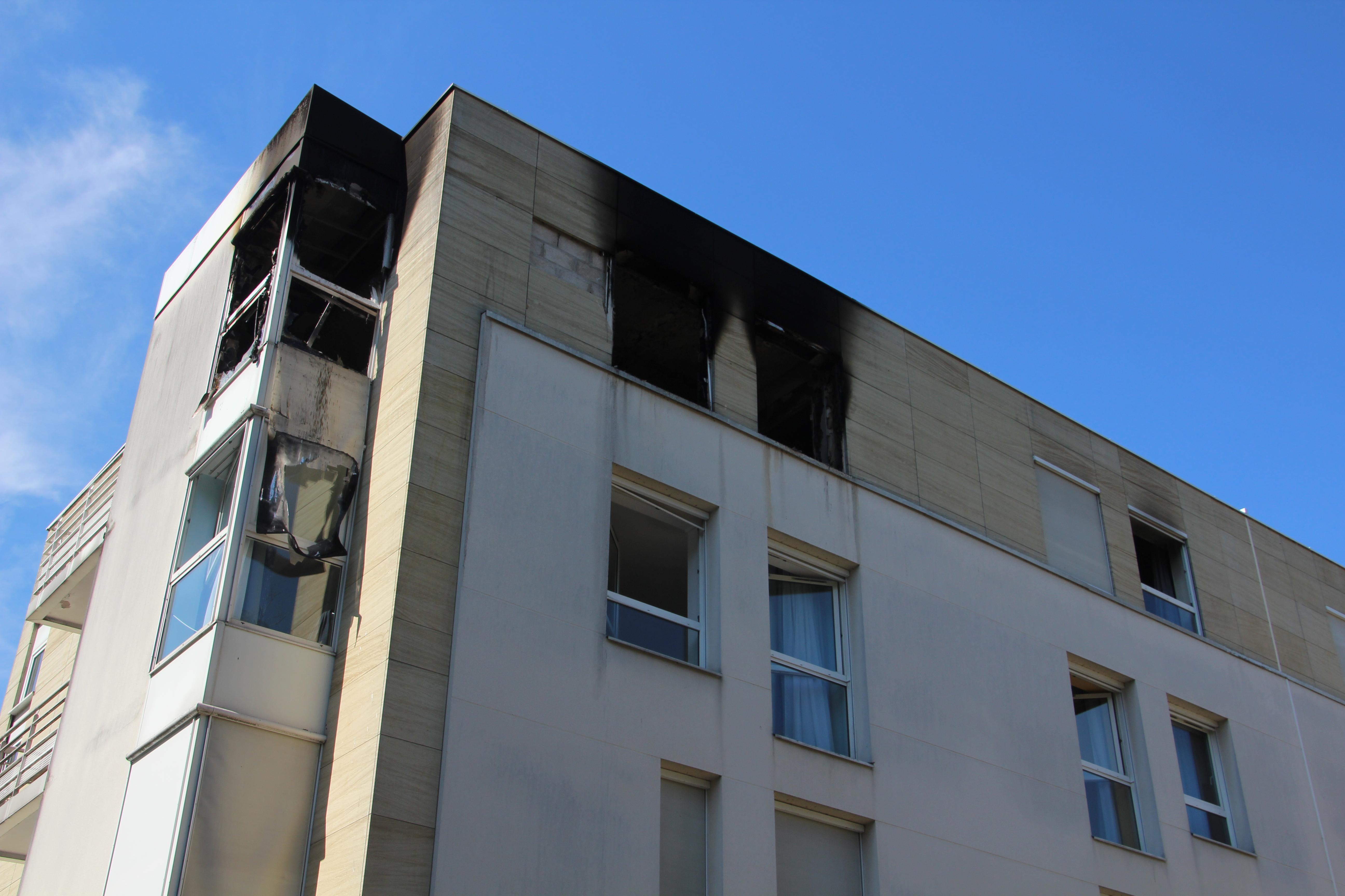 A la maison de retraite de saint maur les pensionnaires de l 39 tage qui a pris feu sont relog s for Comboulevard de creteil saint maur