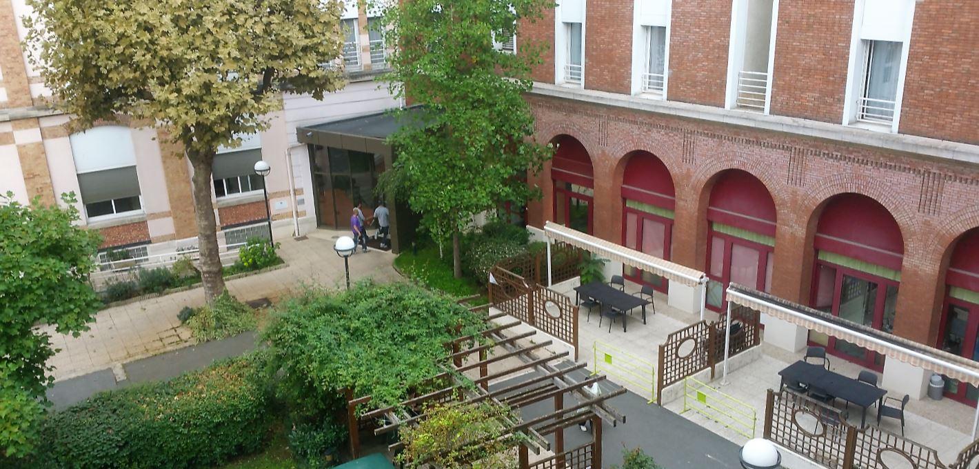 institut Le Val Mande cour 2