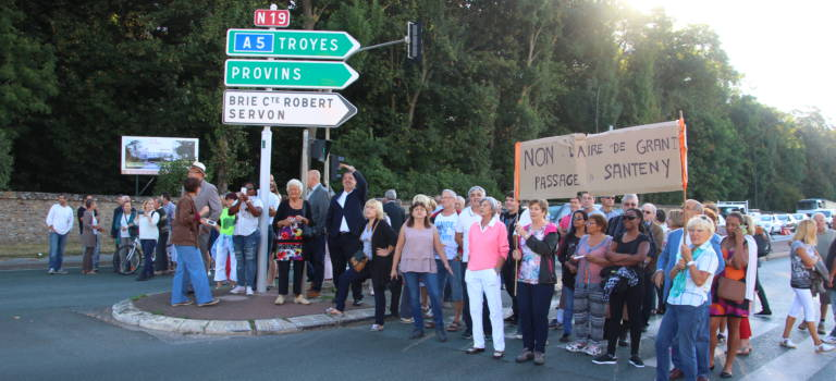 150 manifestants contre le projet d'aire de grand passage à Santeny