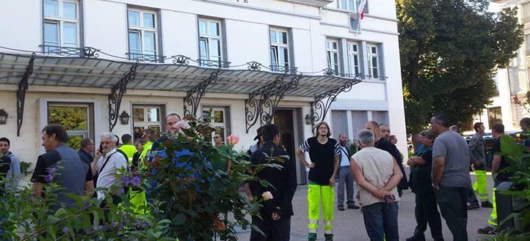Manif à Villeneuve-Saint-Georges pour le paiement des heures sup pendant les inondations