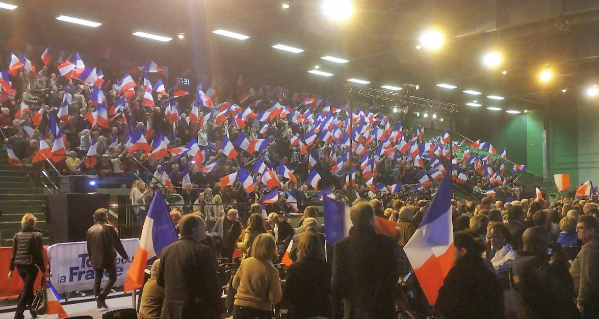 Meeting Primaire Sarkozy Saint-Maur Novembre 2016 Drapeaux