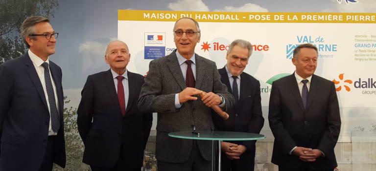 Le foot a Clairefontaine, le rugby Marcoussis, et le hand aura Créteil dès 2018
