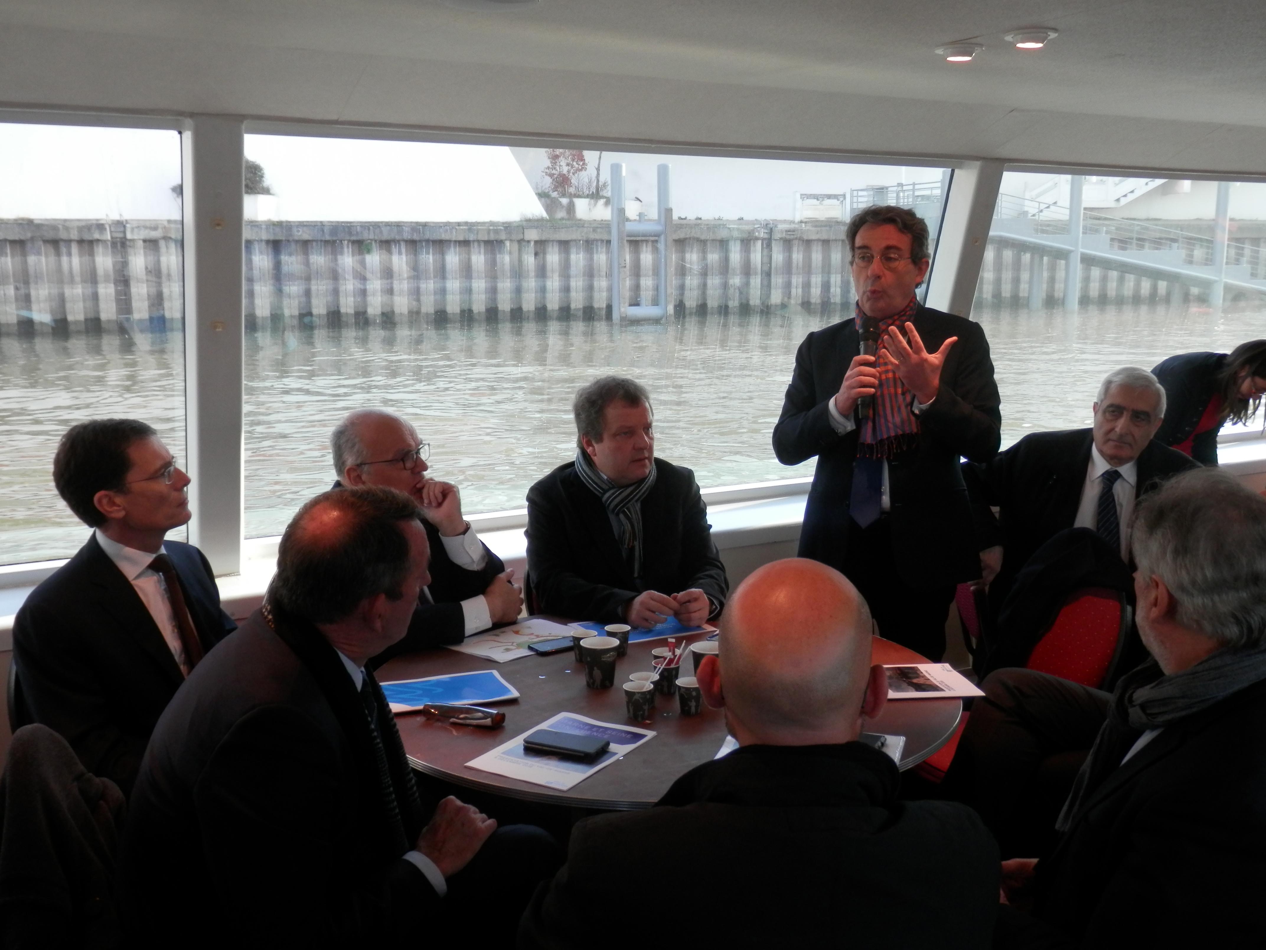 Jean-Christophe Fromentin exprime sa satisfaction auprès des élus du Val-de-Marne.