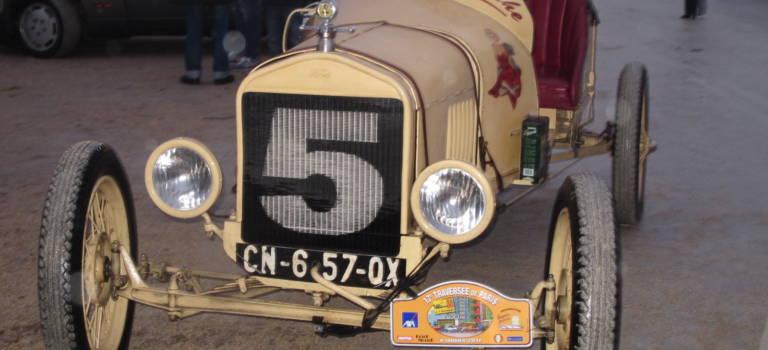 A Vincennes, voitures anciennes et motos ont mis le turbo pour la traversée de Paris
