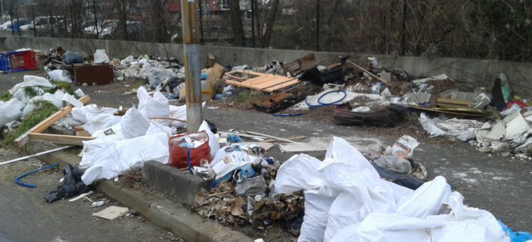 Décharge sauvage près du RER Pont de Rungis, Paris Aéroport va nettoyer