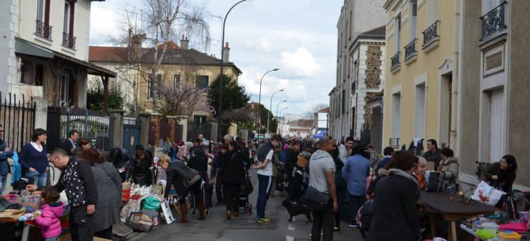 Vide-grenier annuel de l'association du quartier Port-à-l'Anglais à Vitry-sur-Seine