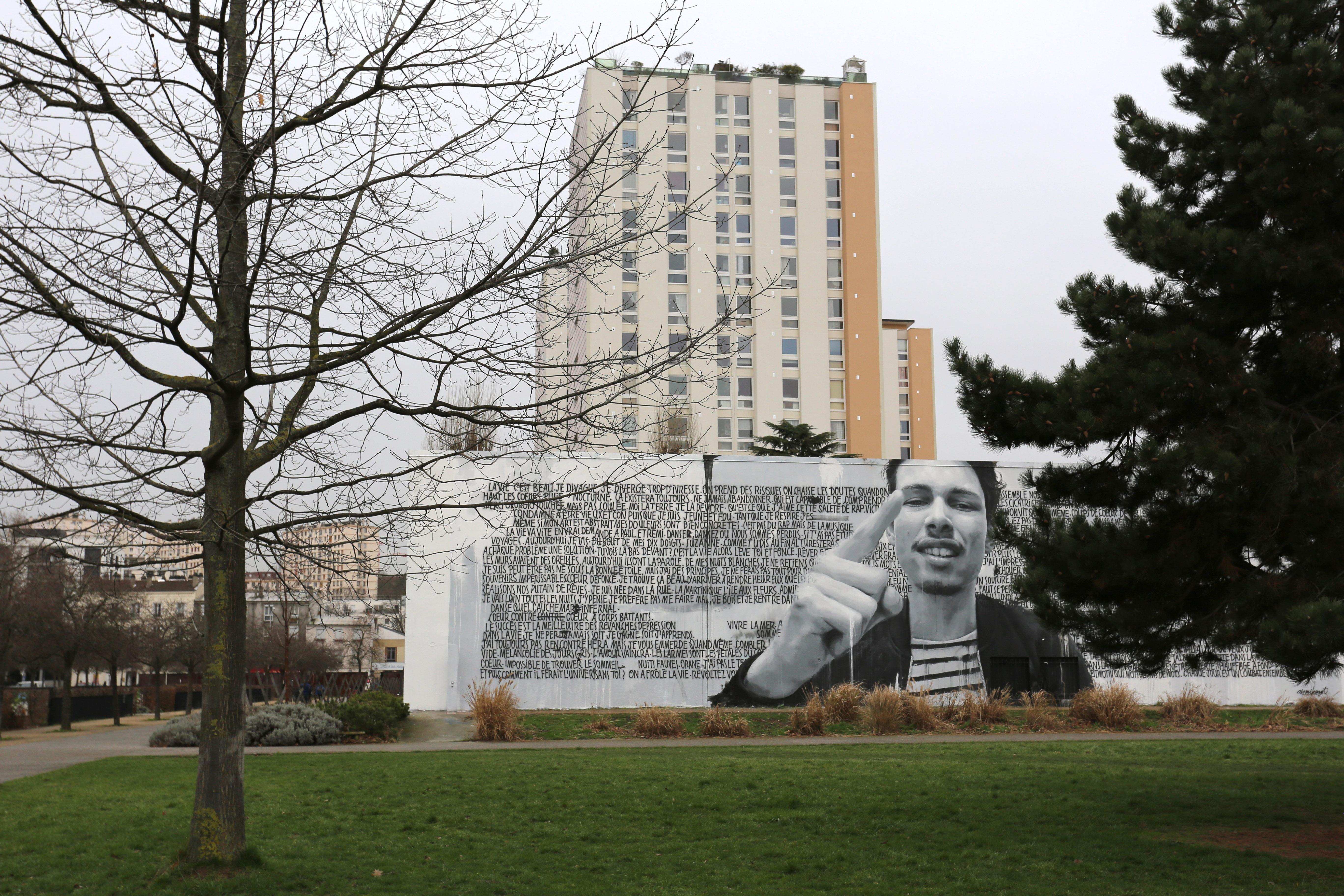 Sismikazot signe une fresque g ante au parc des cormailles for Piscine ivry sur seine horaires
