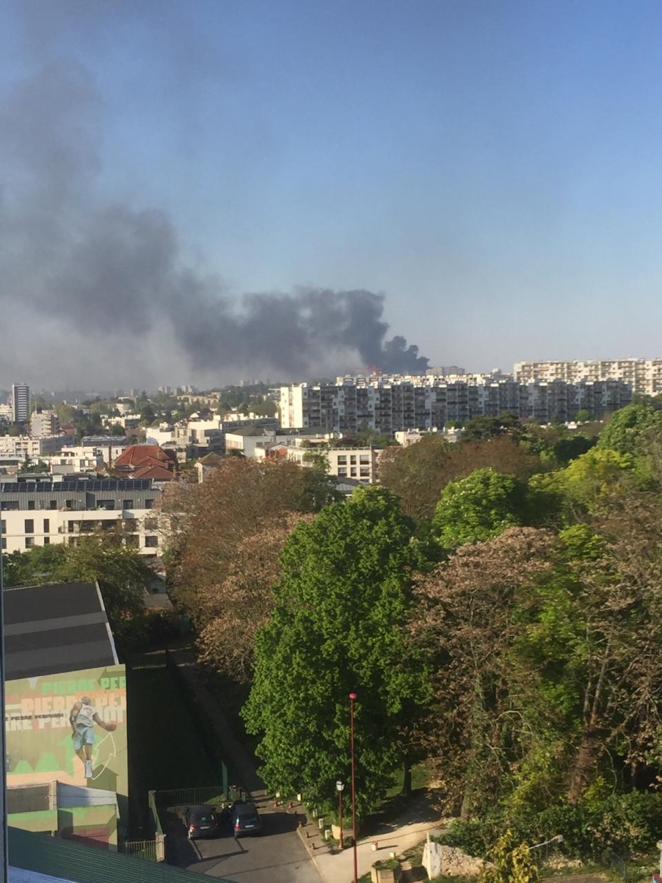 Impressionnant feu d 39 entrep t villejuif 94 citoyens for Piscine villejuif