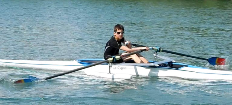 Avec son aviron, Brett-Randy défie ses angoisses d'autiste sur la Marne