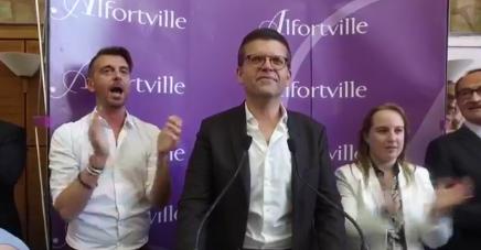 Luc Carvounas, seul rescapé du PS en Val-de-Marne, élu haut les voix