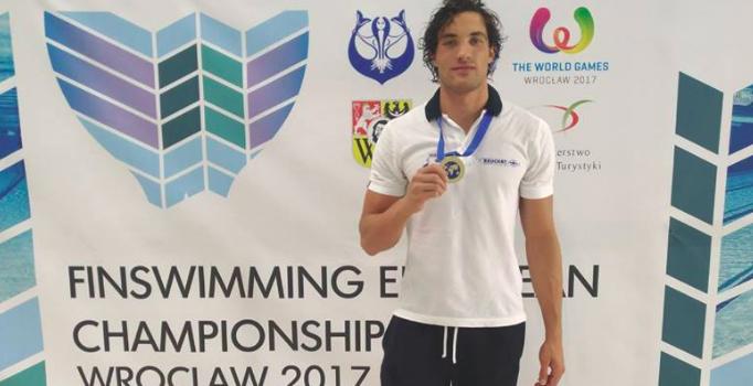 Le Kremlinois Clément Becq sacré double champion d'Europe de nage avec palme