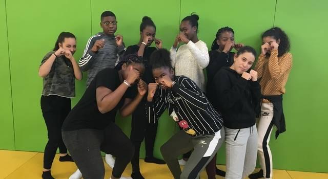 Des collégiennes boxeuses de Villeneuve-St-Georges au Sénégal