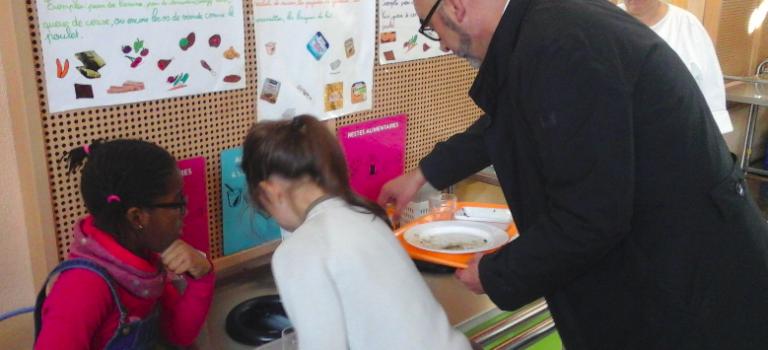 Ivry-sur-Seine trie ses déchets alimentaires à l'école et bientôt à la maison