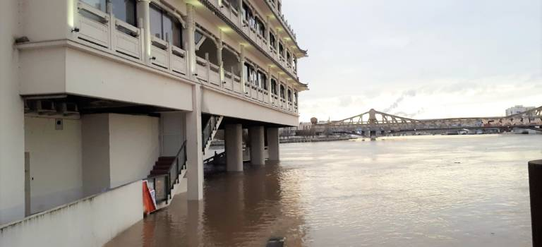 Inondations en Val-de-Marne: de plus en plus de villes touchées