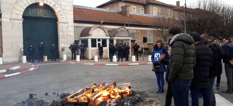 Prison de Fresnes: blocage et colère contre l'unité de déradicalisation