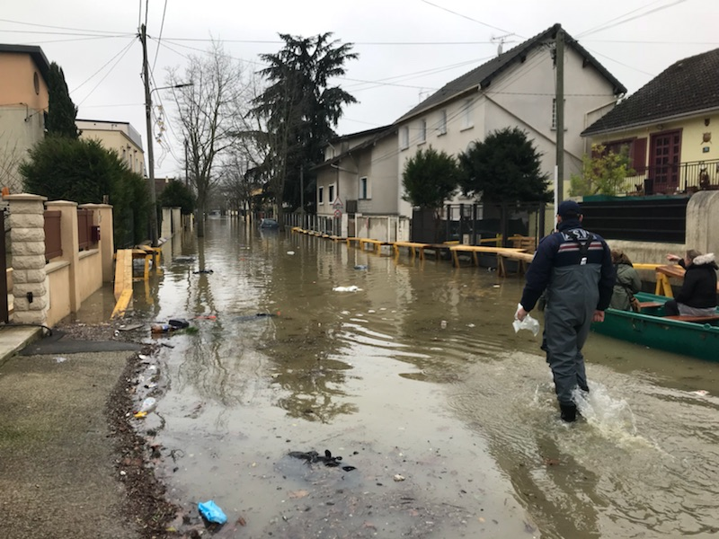Inondations vacuations villeneuve saint georges 94 - Piscine villeneuve saint georges ...